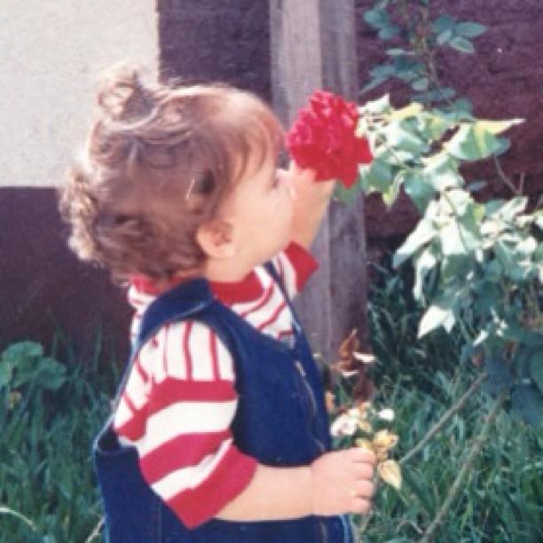 Laisa posta foto da infância (Foto: Instagram/Reprodução)