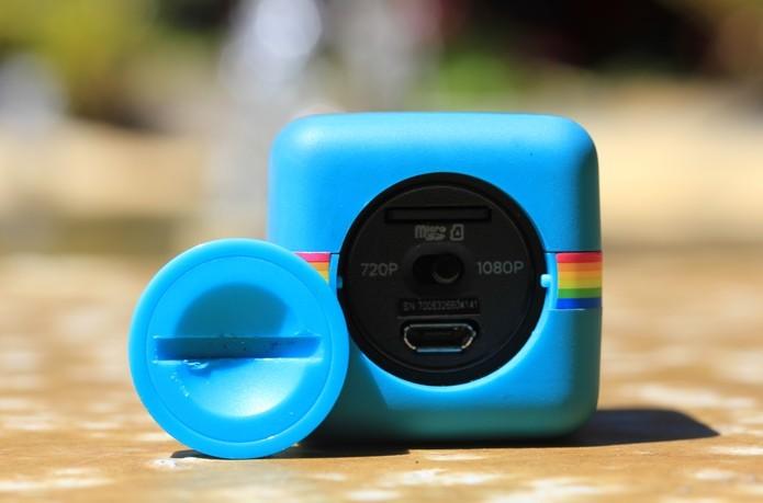 Câmera Polaroid Cube suporta cartão de memória de até 32 Gb (Foto: Fred Canequela/TechTudo)