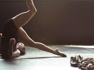 Espetáculo de dança é inspirado no universo das cartas (Foto: Vitor Vieira/Divulgação)