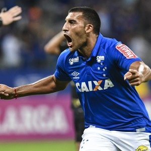 Atacante do Cruzeiro Ramón Ábila comemora gol marcado em cima da Ponte Preta (Foto: Yuri Edmundo/Light Press/Cruzeiro)