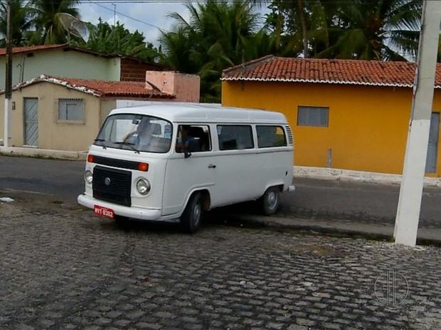 Poste é instalado no meio da rua em Macaíba, RN (Foto: Reprodução/Inter TV Cabugi)