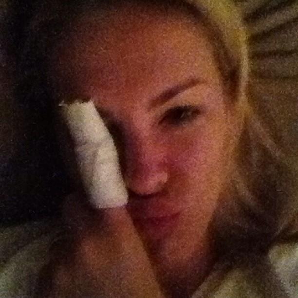 Ana Hickmann mostra dedo imobilizado (Foto: Instagram)