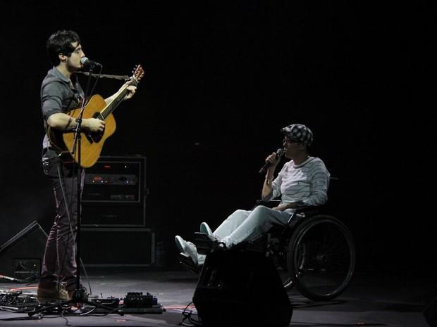 Maria Gadú no show do Tiago Iorc em SP (Foto: Leonardo Franco  / agnews)