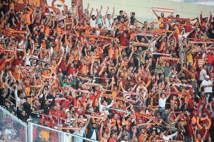 torcida, Besiktas x Galatasaray (Foto: Twitter / @Galatasaray)