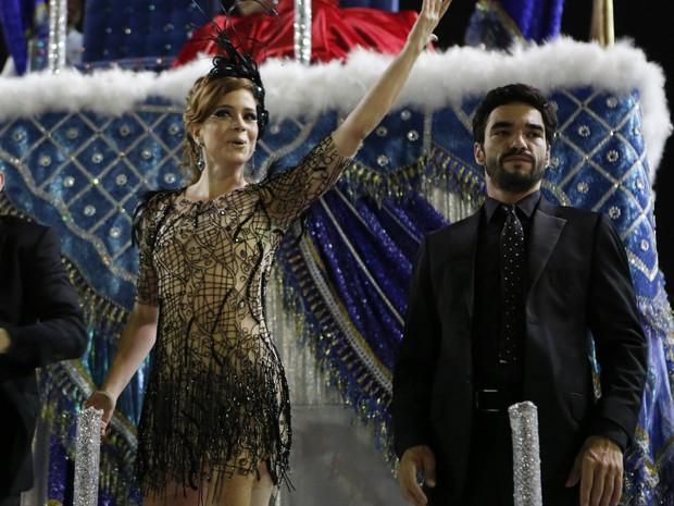Leandra Leal e Caio Blat também participaram da gravação no Sambódromo (Foto: Felipe Monteiro/Gshow)