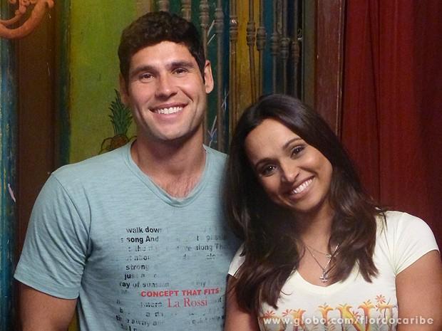 Dudu Azevedo e Thaíssa Carvalho acham que casal ainda volta (Foto: Flor do Caribe / TV Globo)