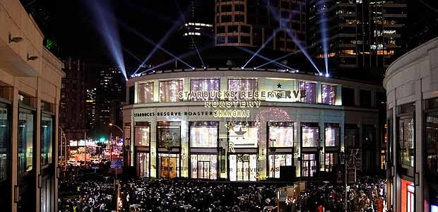 Inauguração da maior loja do mundo do Starbucks (Foto: Reprodução)