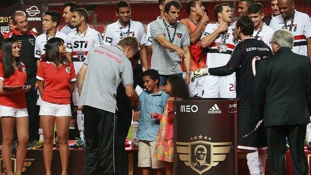 São Paulo campeão da Copa Eusébio (Foto: Isabel Cutileiro/SL Benfica)