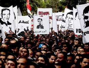 torcedores do Al-Ahly fazem protesto sobre a tragédia no Egito (Foto: Reuters)