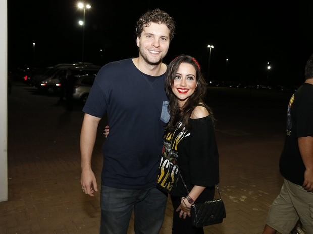 Thiago Fragoso e a mulher, Mariana Vaz, em show no Rio (Foto: Felipe Panfili/ Ag. News)