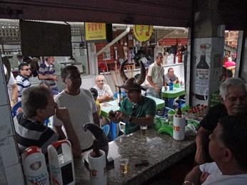Bar Confraria dos Chifrudos fica cheio no dia da eleição (Foto: Priscila Miranda / G1)
