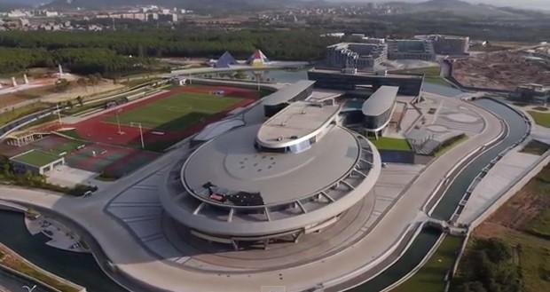 Chinês constrói escritório de sua empresa no formato da nave Enterprise, de Star Trek (Foto: Reprodução YouTube)