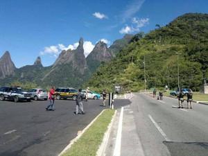 Vários motoristas foram abordados (Foto: PM 30º BPM/Divulgação)
