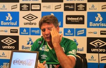 """Renato veste camisa da Chapecoense e chora: """"Sempre vão ser heróis"""""""