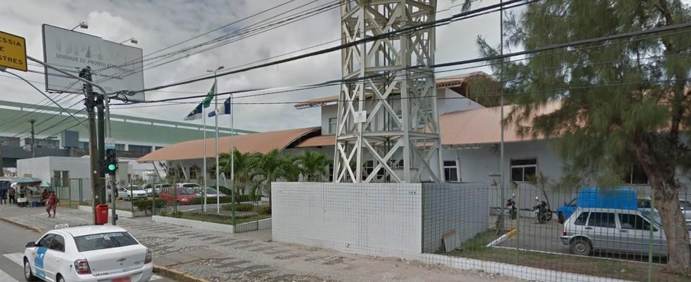 Vítima foi socorrida para a UPA da Imbiribeira antes de ser transferida para o HR (Foto: Reprodução/Google Street View)
