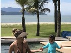 Deborah Secco posta foto na piscina com Maria Flor: 'Dia perfeito'