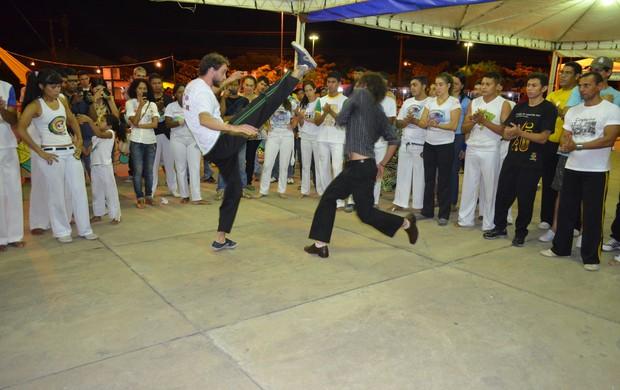 Os participantes tiveram a oportunidade de aprender novos movimentos (Foto: Nailson Wapichana/GloboEsporte.com)