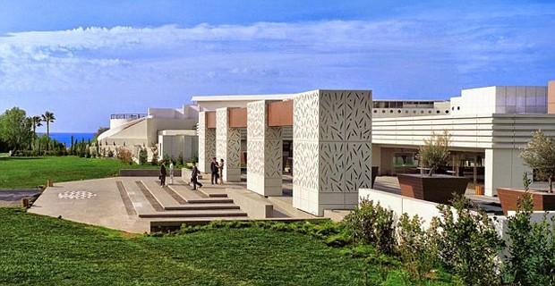 Reconhecido como um hotel líder no mundo desde 2001 , o resort cinco estrelas é um dos mais prestigiados em Atenas . É recomendado para férias, lua de mel e até viagens de negócios (Foto: Reprodução)