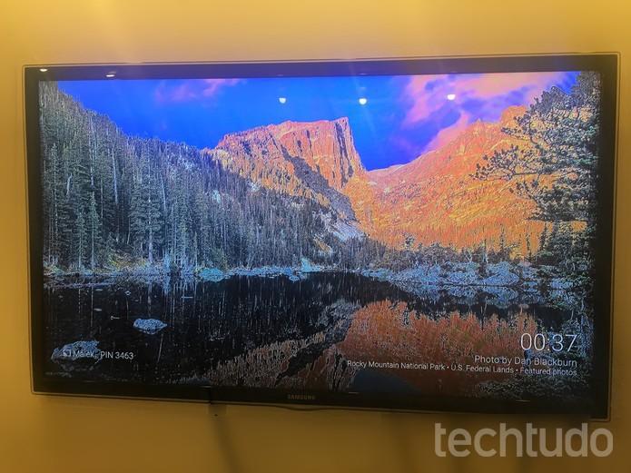 O Chromecast vai espelhar o MacBook com o sinal de imagem criado pelo AirParrot.  (Foto: Karen Malek/ TechTudo)