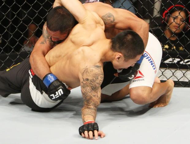 BLOG: Lutador apoia o braço para defender queda, sofre lesão e perde luta em 44s
