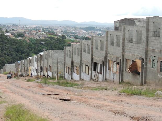 Mesmo com a notificação da Justiça, famílias não irão deixar o local (Foto: Carolina Paes/G1)
