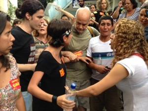 Manifestante que foi agredida já havia sido detida em protesto (Foto: Káthia Mello / G1)