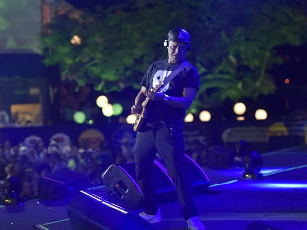 O guitarrista Roberto Barreto foi um dos destaques do show, com sua guitarra baiana (Foto: Elias Dantas/Ag. Haack)