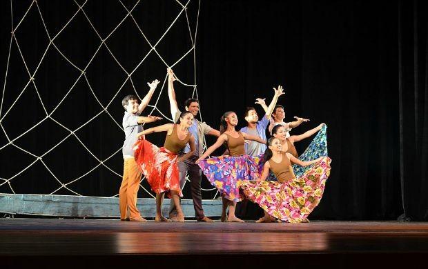 Grupo D'Palma apresentou 'Representando a Identidade Ribeirinha' (Foto: Angelina Ayres Medeiros/Rede Amazônica)