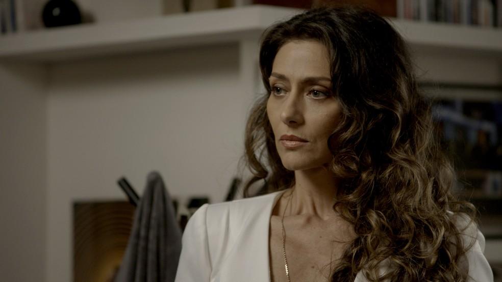 Até Joyce, que sempre foi #TeamCibele, fica espantada (Foto: TV Globo)
