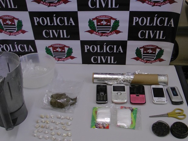 Operação da polícia contra tráfico de drogas detém adolescente e mulher (Foto: Osni Martins/arquivo pessoal)