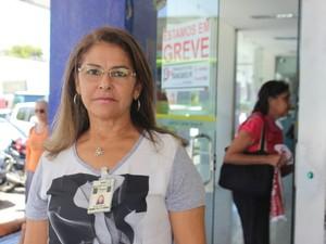 Maria Amélia Lustosa reclamou de transtorno por conta da greve dos bancos no Piauí (Foto: Fernando Brito/G1)