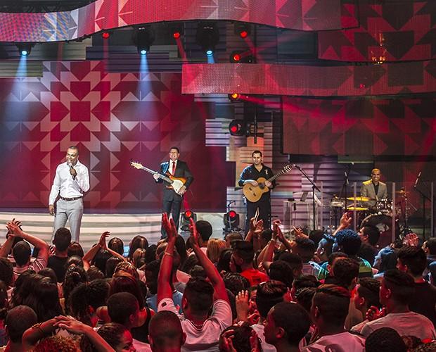 Alexandre e seu grupo Só Pra Contrariar (Foto: Cynthia Salles)