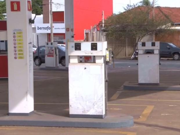 Em Araraquara, posto de gasolina desativado é monitorados por contaminação (Foto: Wilson Aiello / EPTV)