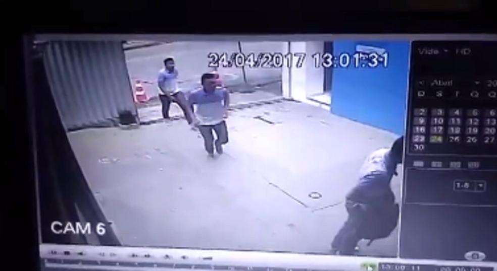 Crime aconteceu no  mês de abril. Policial levou quatro tiros.  (Foto: Reprodução/TV Verdes Mares)