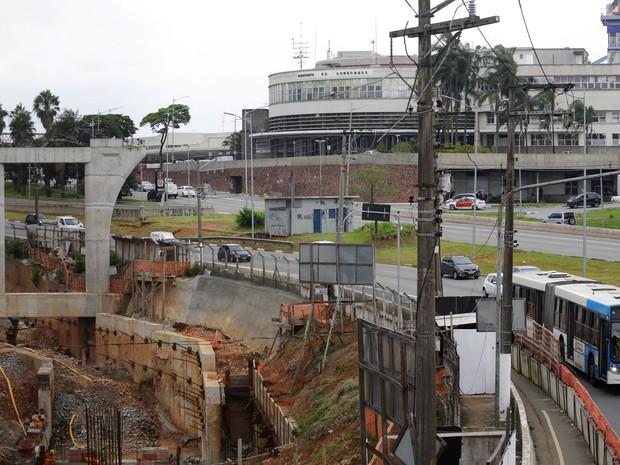 Obras do monotrilho da linha 17-Ouro do Metrô na avenida Washington Luis, próximo ao Aeroporto de Congonhas (Foto: Nelson Antoine/Framephoto/Estadão Conteúdo)