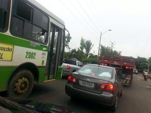 Trânsito na Avenida Henry Wall de Carvalho também ficou complicado  (Foto: Patrícia Andrade/G1)