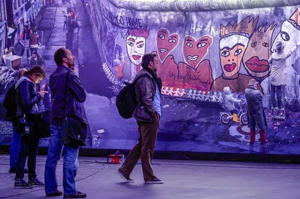 Muro de Berlim é recriado em obra de arte panorâmica (Foto: Markus Schreiber/AP)