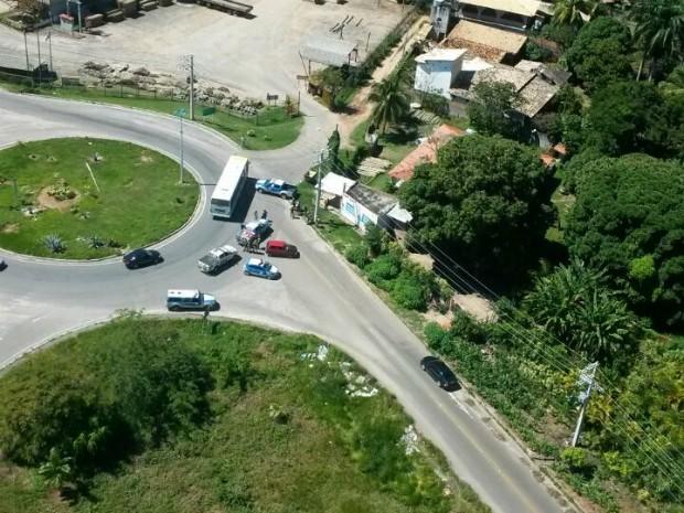 Polícia efetuou o resgate da vítima por volta das 12h desta terça-feira (Foto: Divulgação/Graer PM-BA)