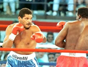 Maguila na luta de boxe contra  Evander Holyfield  (Foto: Ag. Estado)