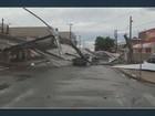 Cobertura de loja é tirada após chuva e atinge residências em Santa Bárbara