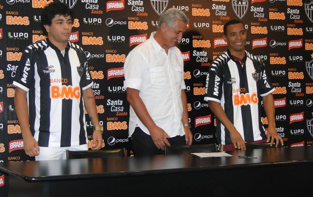 Rosinei e Luan Atlético-MG (Foto: Fernando Martins/Globoesporte.com)