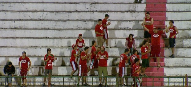Torcida do Velo Clube no estádio Benitão (Foto: Reprodução/ EPTV)