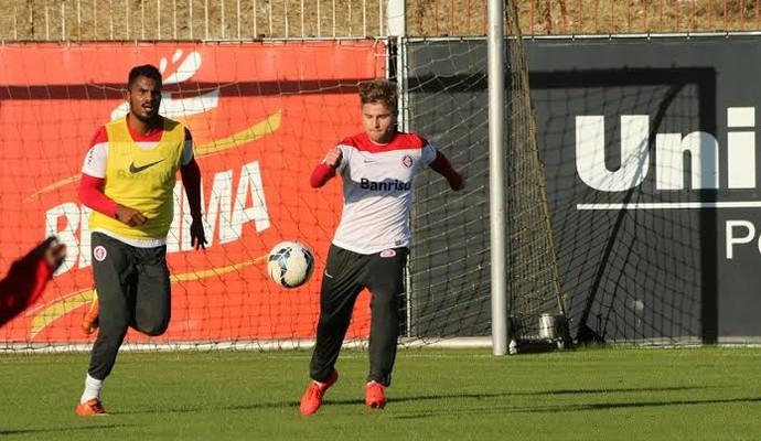 Eduardo Sasha treinou entre titulares (Foto: Eduardo Deconto/GloboEsporte.com)