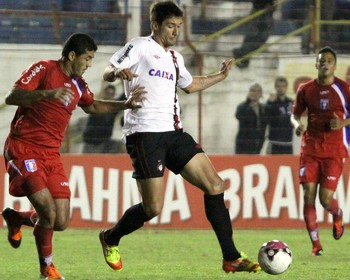 Thiago Adan, Guaratingueta x Atlético-PR (Foto: Jefferson Martins / Agência Estado)