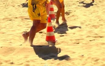 Jogadores do Estrela do Norte fazem treino físico em praia de Marataízes