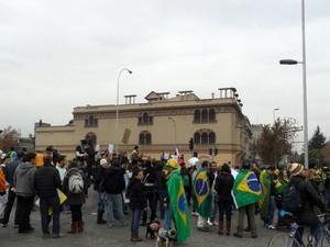 Brasileiros se reúnem em Santiago, Chile, no sábado (22) (Foto: Fabiane Zwirtes Cavalheiro/VC no G1)