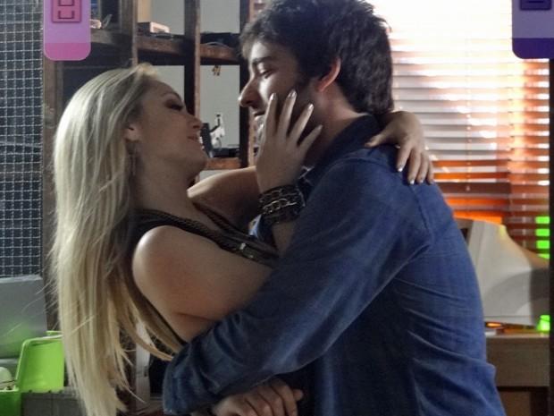 Davi dá chega pra lá em Megan que só pensa em agarrar o gato  (Foto: Geração Brasil/ TV Globo)