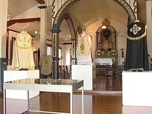 Mostra de vestes litúrgias no Museu de Arte Sacra (Foto: Reprodução/TV Integração)