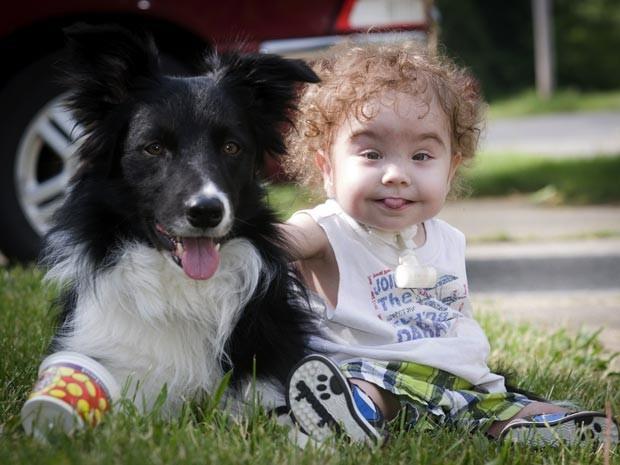 Kaiba Gionfriddo com seu cachorro Bandit (Foto: AP Photo/Mark Stahl)