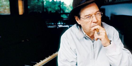 O compositor Tom Jobim.Ele costumava dizer que ,no Brasil sucesso é ofensa pessoal (Foto: Ana Ottoni/Folhapress)